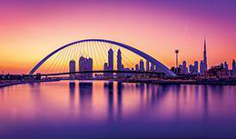 Gorgeous Dubai 水 Canal and footbridges basked in purple, pink and orange sunset